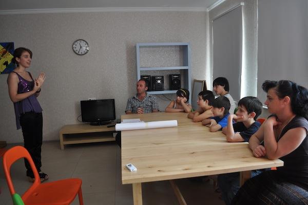 nino leading training session