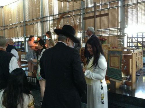 Karen Tse and Rav Dr. Izhak Dayan each take a candle